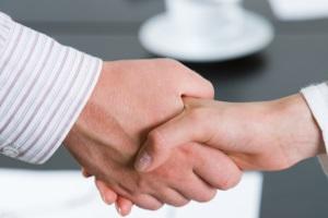 Durch eine Einigung mit dem Gläubiger können Schuldner die Abgabe der Vermögensauskunft oft noch abwenden.