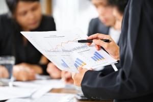 Die Anzahlungsbürgschaft kommt beispielsweise bei Geschäftsabschlüssen zum Zuge.