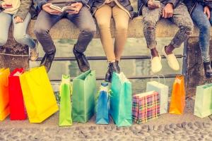 Clevere Spartipps: Kaufen Sie überlegt ein und lassen Sie sich nicht zu impulsiven Shoppingtrips verleiten.