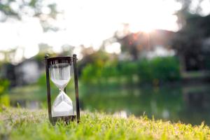 Darlehensschulden können langfristig oder kurzfristig bestehen, je nach der Vertragslaufzeit.