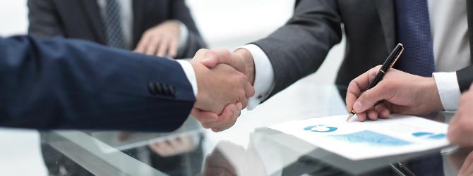 Laut Definition ist die Sicherungsübereignung ein Vertrag über die Eigentumsübertragung an einer beweglichen Sache zum Zweck der Kreditsicherung.