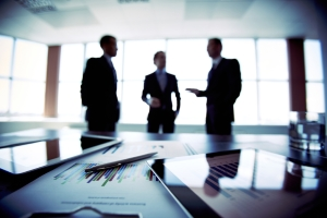 Drohende Zahlungsunfähigkeit: Beispiele für Unternehmen mit finanziellen Schwierigkeiten finden sich häufig in den Nachrichten.