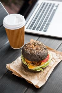 Essen und trinken: Was hat das mit Schuldenprävention zu tun?