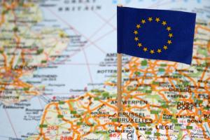 Schuldenfrei werden in der EU: Eine Privatinsolvenz im Ausland kann kürzer und einfacher ablaufen.
