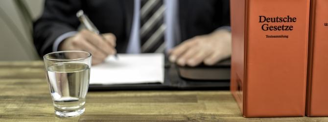 Das Gesetz legt diverse Regelungen fest, um die Risiken für Gläubiger zu verringern.