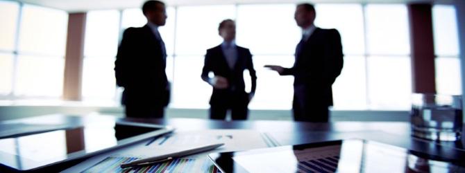 Der Gläubigerausschuss unterstützt und überwacht den Insolvenzverwalter.