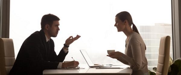 Eine gute Hilfe bei einem Insolvenzantrag ist auch die Schuldnerberatung, die mit den Gläubigern verhandelt.