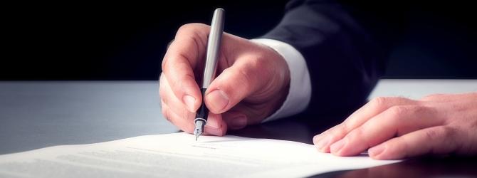 Ehe Sie den Insolvenzantrag unterzeichnen, sollte dieser durch eine Fachperson geprüft worden sein.