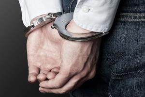 Kann man wegen Schulden verhaftet werden? Ja, wenn diese Verbindlichkeiten aus einer Straftat resultieren.