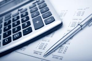 Unter Umständen steigen die Kosten für die Zwangsvollstreckung, wenn ein Rechtsanwalt hinzugezogen wird.