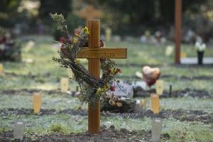 Die Möglichkeit der Nachlassinsolvenz kann trotz der Trauer eine große Hilfe sein.
