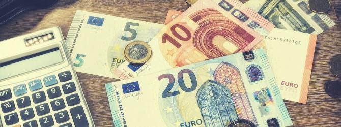 Eine Pfändung ist trotz P-Konto möglich. Es muss dem Schuldner jedoch ein Freibetrag gelassen werden.