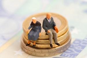Die offizielle Pfändungsgrenze gilt auch bei Rentnern oder in der Privatinsolvenz.