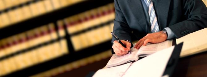 Sollte ich bei einer Privatinsolvenz lieber zum Anwalt oder zur öffentlichen Schuldnerberatung?