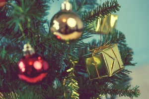 In der Privatinsolvenz ist Weihnachtsgeld meist zur Hälfte pfändbar.