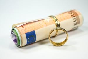 Scheidung: Schulden, die in der Ehe gemeinsam angehäuft wurden, müssen auch gemeinsam beglichen werden.