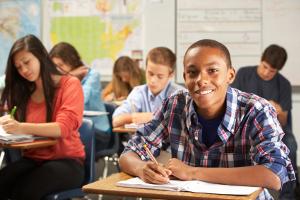 Die Methoden der Schuldenprävention sollten im Unterricht vermittelt werden. Bei jungen Menschen wird gerade das Handy oft zur Schuldenfalle.