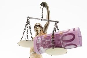 Für die Schuldnerberatung beim Anwalt fallen Kosten an.