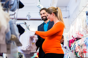 Familien-Spartipps: Ist ein Baby unterwegs, sollten Sie mit dem Sparen beginnen.