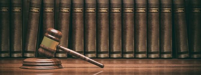 Die Unternehmensinsolvenz muss beim Insolvenzgericht beantragt werden.