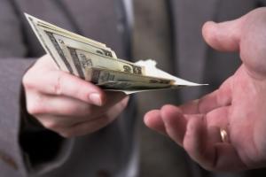 Die vorzeitige Beendigung der Privatinsolvenz ist nur möglich, wenn ein gewisser Teil der Schulden bezahlt wird.