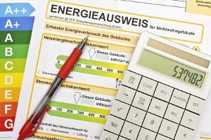 Wie spart man dauerhaft Strom und welche Rolle spielt die Energieeffizienz bei Geräten?